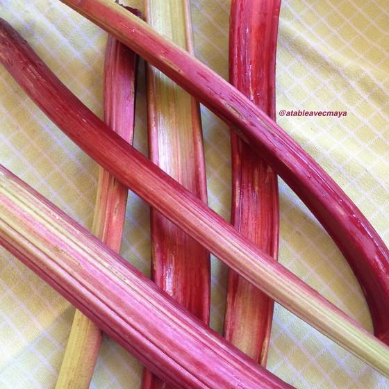 2. tiges de rhubarbe