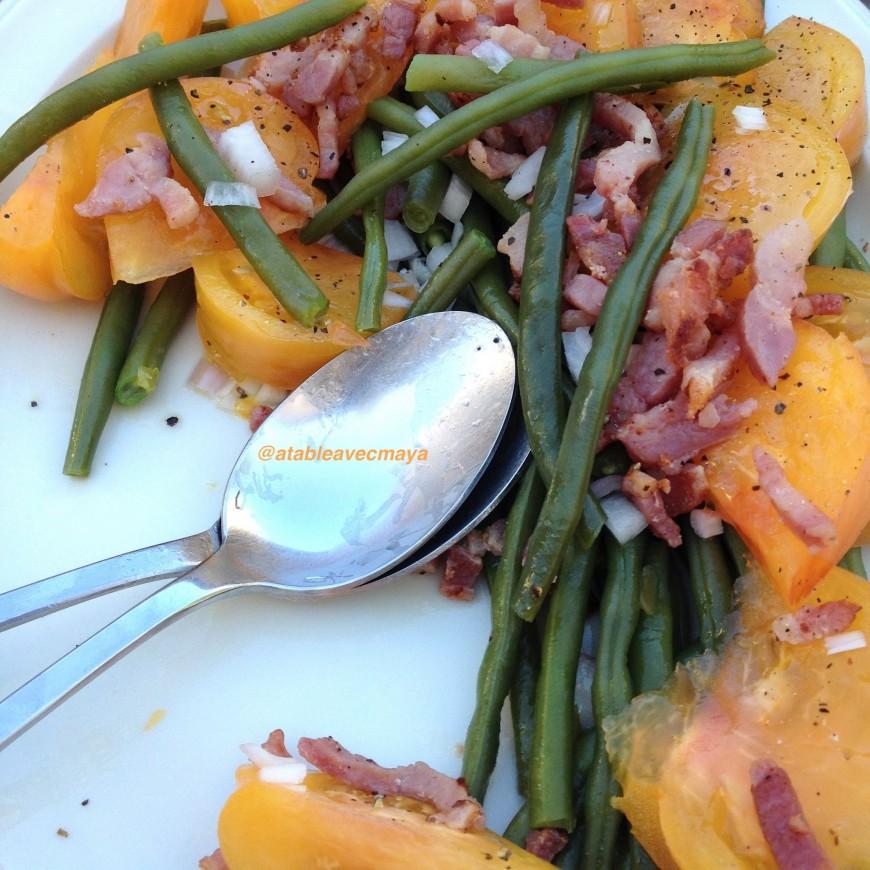 salade haricots verts tomates jaunes et ch 232 vre frais a table avec