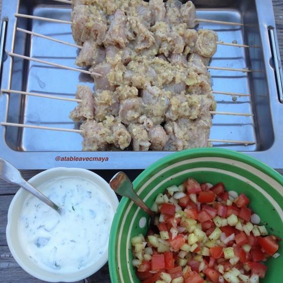 6. brochettes sauce salade