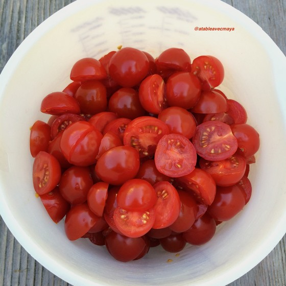 3. tomates cerise coupées