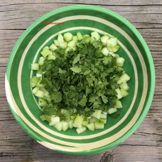 2. concombre et yaourt et saladier