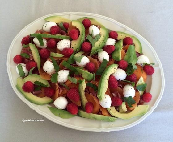 4. melon jambon revisité - on ajoute le basilic et on assaisonne