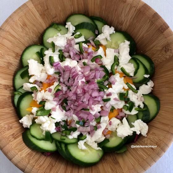 5 - Salade magret mangue chevre - on termine par l'échalotte