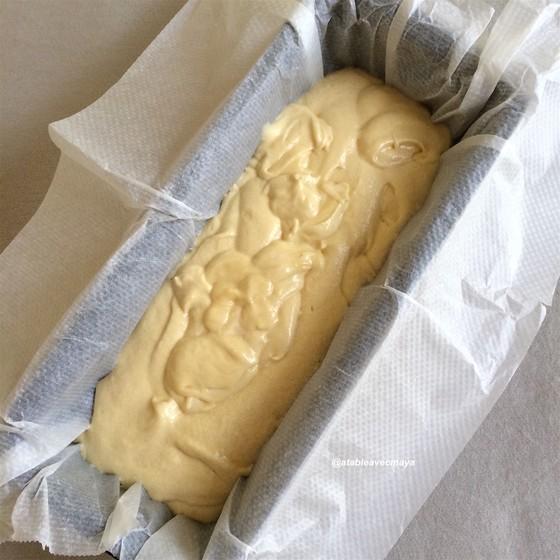 5. cake aux nectarines - on verse la pâte ds le moule