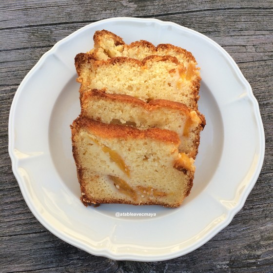8. cake aux nectarines - a table