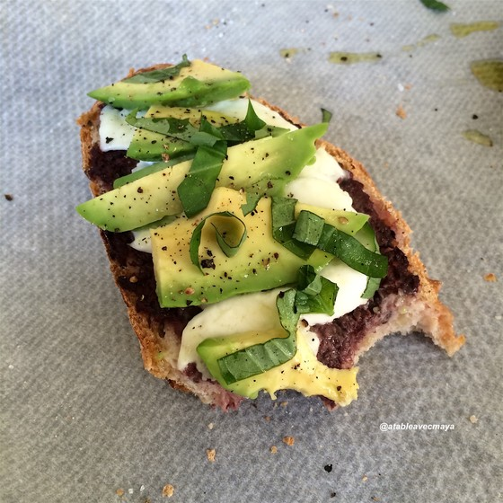 8. tartine avocat mozza - miam