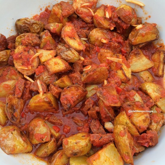 6. patatas bravas - à table