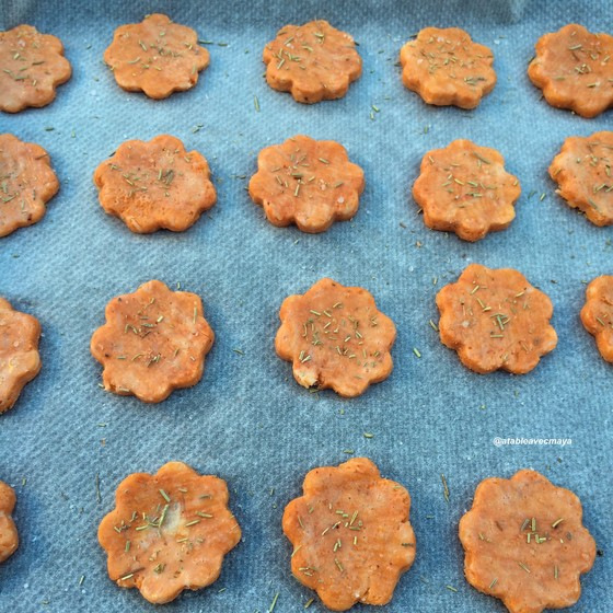 Biscuits tomate-fromage comme une pizza