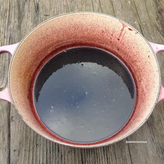 Poire pochee au vin rouge